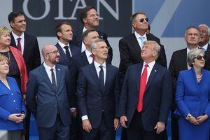 Bức ảnh gây 'sốt' của Tổng thống Trump tại thượng đỉnh NATO