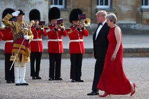 Tổng thống Donald Trump làm nước chủ nhà khó xử trong chuyến thăm Anh