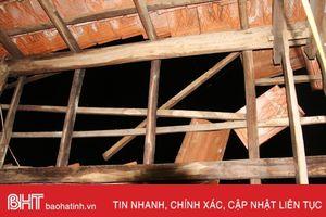 Lốc xoáy tốc mái 13 nhà dân ở Nghi Xuân trong đêm