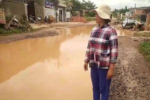 Đắk Lắk: Đường biến thành sông, dân chỉ biết kêu trời!