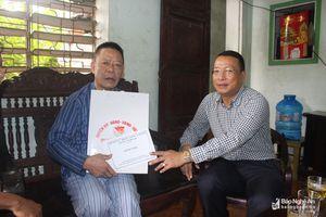 Nghi Lộc trao quà các thương binh, thân nhân liệt sỹ