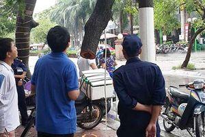 Táo tợn cắt trộm cây sưa đỏ ngay giữa Hà Nội