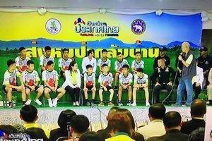 Đội bóng Thái Lan xuất viện gặp gỡ báo chí: Muốn trở thành một đặc nhiệm SEAL khi lớn lên