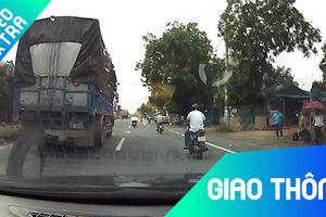 Xe tải làm rơi mâm xe khi đang chạy