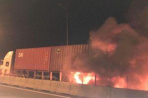 Hai xe tông nhau bốc cháy trên cao tốc, ít nhất 2 người chết
