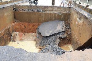 Clip: cầu Vân Luông (Phú Thọ) đổ sập vì mưa lũ