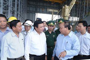 Thủ tướng thị sát việc BVMT ở Formosa; Sẽ thí điểm hợp nhất 3 văn phòng