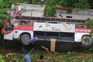 Yêu cầu khẩn trương làm rõ nguyên nhân vụ xe khách lao xuống vực làm 4 người chết