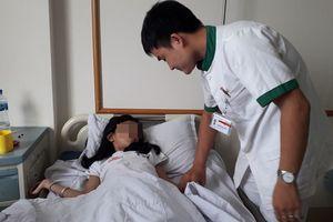Bé gái 9 tuổi bị sỏi to 1cm trong niệu quản suốt nhiều ngày