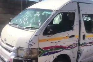 Đi đám tang đồng nghiệp, 11 tài xế taxi Nam Phi bị bắn chết