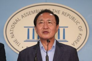 Nghị sĩ Hàn Quốc nhảy lầu tự tử giữa bê bối tham nhũng