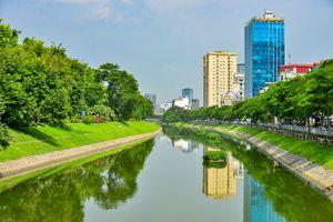 Bất ngờ hình ảnh sông Tô Lịch 'lột xác' nên thơ sau đợt mưa dài ngày