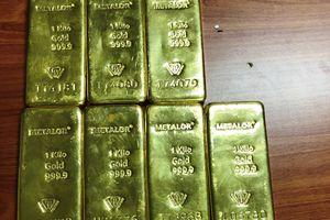 Người phụ nữ giấu 11kg vàng trong kiện hàng gửi máy bay