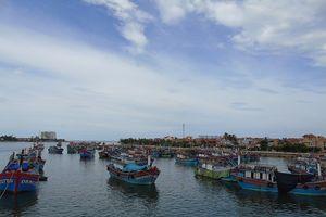 Quảng Bình: Ngư dân khốn khổ vì cửa biển Nhật Lệ bị bồi lắng