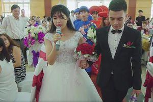 Màn biểu diễn hát song ca cực tình cảm trong đám cưới của cô dâu chú rể Sơn La