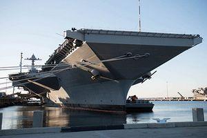Đột nhập tàu sân bay lớn nhất thế giới