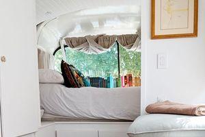 Ngôi nhà màu trắng đẹp như mơ lột xác từ chiếc xe buýt cũ kỹ