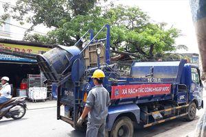 TP.HCM: Tăng cường nâng cao ý thức người dân trong việc vứt rác chặn miệng cống