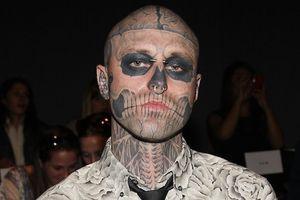 Lady Gaga xin lỗi vì nghĩ chàng Zombie Boy qua đời do tự tử