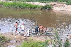 Bé trai 27 tháng tuổi mất tích: Phát hiện thi thể dưới suối
