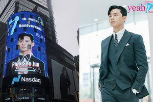 Hậu 'Thư ký Kim', Park Seo Joon được người hâm mộ treo ảnh tại Quảng trường Thời Đại