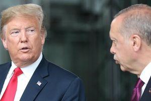Mỹ-Thổ Nhĩ Kỳ, ngoài nặng trong nhẹ