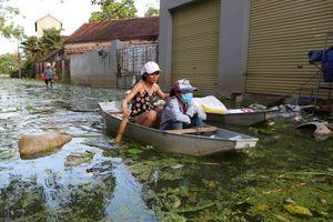 Chương Mỹ tràn ngập rác sau khi nước rút