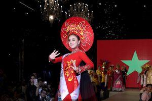Miko Lan Trinh giành giải Tài năng tại cuộc thi Hoa tỉ Sắc đẹp Quốc tế
