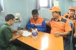 Tiếp nhận 17 ngư dân bị nạn ngoài khơi vùng biển Vũng Tàu