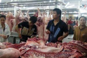 Điều hành thị trường thịt lợn: Lúng túng và bị động
