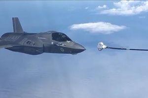 Chiến cơ F-35B của Anh chao đảo sau động tác tiếp dầu hụt