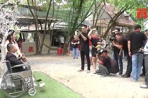 Nhóm bạn trẻ chụp ảnh cưới miễn phí cho người khuyết tật