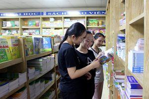 Bát nháo thị trường sách đầu năm học mới