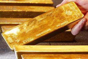 Tại sao các nước ồ ạt bán trái phiếu Mỹ, chuyển sang mua vàng