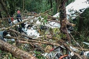 Indonesia: Rơi máy bay, 8 người chết