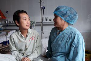 Gặp cậu bé hồi sinh kỳ diệu từ quả tim xuyên Việt