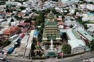 Ngôi chùa có chánh điện cao nhất Việt Nam đẹp như tranh ở Sài Gòn