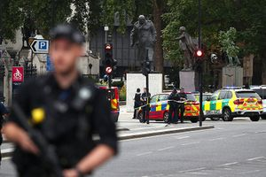 Đâm xe bên ngoài tòa nhà Quốc hội Anh