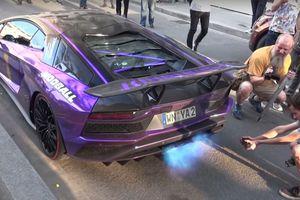 Siêu xe Lamborghini tím crôm mê hoặc đám đông nghìn người như 'vật thể lạ'