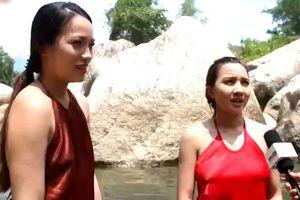Phỏng vấn mỹ nữ tắm suối, 15 tuổi bị bắt làm vợ