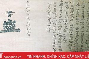 Phó giáo sư người Nhật Bản tặng bức thư cổ cho Bảo tàng Hà Tĩnh