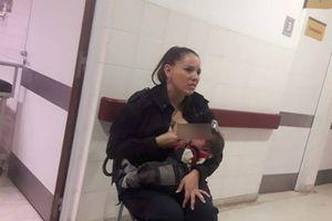 Xúc động hình ảnh nữ cảnh sát cho trẻ suy dinh dưỡng bú