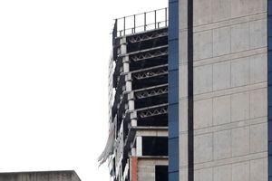 Tháp 45 tầng bị nghiêng sau động đất ở Venezuela