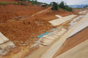 Chủ tịch Hà Tĩnh yêu cầu kiểm tra vụ nước ngầm đẩy gãy kênh