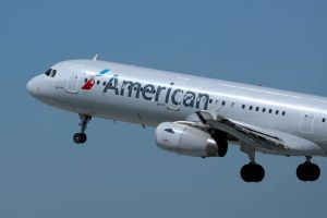 Vì sao American Airlines hủy bay tới Trung Quốc?