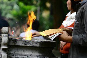 Tại sao người Việt có tục cúng cô hồn vào rằm tháng Bảy?