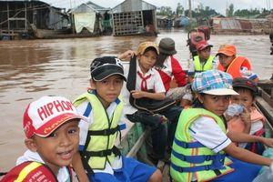 Đồng bằng sông Cửu Long: An toàn cho thầy, trò vùng lũ