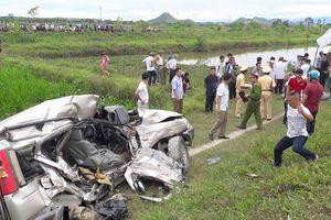 Nghệ An: Về quê ăn rằm, ô tô băng qua đường sắt bị tàu đè bẹp, 4 người thương vong