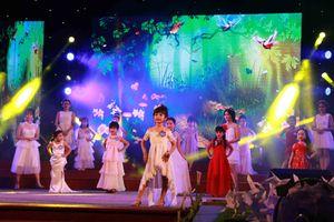 Gần 100 'người mẫu nhí' tại Huế đọ dáng trên sân khấu