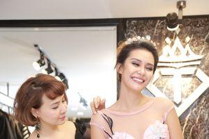 Hoa hậu Trái đất 2015 Angelia Ong rạng rỡ chọn đầm dạ hội khi sang Việt Nam